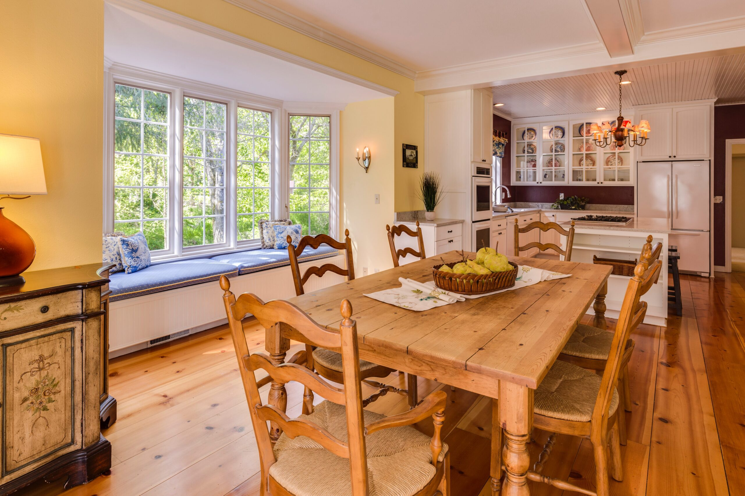 5 top tips to expertly dress your bay windows